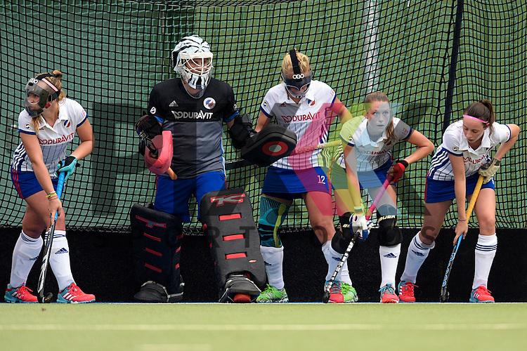 GER - Mannheim, Germany, September 18: During the women hockey match between Mannheimer HC (white) and UHC Hamburg (purple) on September 18, 2016 at Mannheimer HC in Mannheim, Germany. Final score 3-2 (HT 2-1). <br /> <br /> Foto &copy; PIX-Sportfotos *** Foto ist honorarpflichtig! *** Auf Anfrage in hoeherer Qualitaet/Aufloesung. Belegexemplar erbeten. Veroeffentlichung ausschliesslich fuer journalistisch-publizistische Zwecke. For editorial use only.