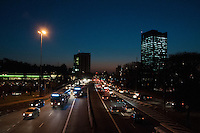 SÃO PAULO-SP-22,08,2014-TRÃNSITO                  - O Motorista segue com     na sentido.Região Oeste da cidade de São Paulo,nessa sexta-feira,22(Foto:Kevin David/Brazil Photo Press)