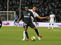 MANIZALES -COLOMBIA-22-03-2014. Juan David Cabezas (Izq) de Once Caldas disputa el balón con Juan David Valencia  (Der) del Atletico Nacional en partido por la fecha 12 de la Liga Postobón I 2014 jugado en el estadio Palogrande de la ciudad de Manizales./ Once Caldas player Juan David Cabezas (L) fights for the ball with Atletico Nacional player Juan David Valencia  (R) during match valid for the 12th date of the Postobon League I 2014 played at Palogrande stadium in Manizales city.  Photo: VizzorImage/Santiago Osorio/STR