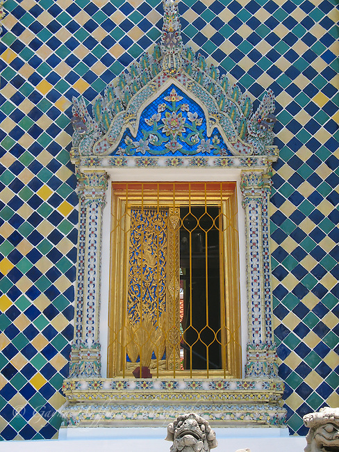 Ornate window and mosaic wall. Wat Phra Kaew. Bangkok, Thailand