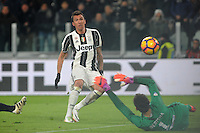 Calcio, Ottavi di finale di Tim Cup: Juventus vs Atalanta. Torino, Juventus Stadium, 11 gennaio 2017.<br /> Juventus&rsquo; Mario Mandzukic scores during the Italian Cup football round of 16 match between Juventus and Atalanta at Turin's Juventus Stadium, 8 January 2017. Juventus won 3-2 to join the quarter finals.<br /> UPDATE IMAGES PRESS/Manuela Viganti
