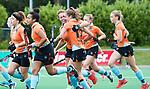 HUIZEN  -  Noor Hakker (Gro) (m) heeft de stand op 1-1 gebracht  , hoofdklasse competitiewedstrijd hockey dames, Huizen-Groningen (1-1) vreugde bij Groningen.   COPYRIGHT  KOEN SUYK