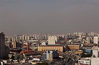 ATENÇÃO EDITOR: FOTO EMBARGADA PARA VEÍCULOS INTERNACIONAIS. SAO PAULO, SP, 05 SETEMBRO DE 2012 - CLIMA TEMPO - Camada de poluicao e vista nesta tarde de quarta-feira (05), na regiao da Zona Leste da cidade. Segundo informacoes do Centro de Gerenciamento de Emergencias - CGE- a massa de ar seco e quente tomou forca em boa parte do Pais, que inclui a regiao metropolitana de Sao Paulo, com este fenomeno acontecendo, nao ha previsao de chuvas para a capital. FOTO  RICARDO LOU - BRAZIL PHOTO PRESS