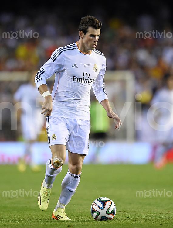 FUSSBALL  INTERNATIONAL Copa del Rey FINALE  2013/2014    FC Barcelona - Real Madrid            16.04.2014 Gareth Bale (Real Madrid) am Ball