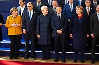Angela Merkel, le Premier Ministre finlandais Juha Sipil&auml;, Dalia Grybauskaite,Pr&eacute;sidente de la R&eacute;publique de la Lituanie et le Pr&eacute;sident fran&ccedil;ais Emmanuel Macron et Dalia Grybauskaitė Pr&eacute;sidente de la R&eacute;publique de Lituanie lors de la photo de famille au Sommet europ&eacute;en &agrave; Bruxelles.<br /> Belgique, Bruxelles, 22 mars 2019 <br /> Chancellor of Germany Angela Merkel, Finland Prime Minister Juha Sipila, Lithuania President Dalia Grybauskaite, President of France Emmanuel Macron talk as they pose for a family photo during the European Union summit.<br /> Belgium, Brussels, 22 March 2019.