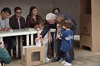 BOGOTA - COLOMBIA, 17-06-2018:El expresidente Alvaro Uribe, ejerciendo su derecho al voto. La segunda vuelta de las elecciones presidenciales de Colombia de 2018 se celebrarán el domingo 17 de junio de 2018. El candidato ganador gobernará por un periodo máximo de 4 años fijado entre el 7 de agosto de 2018 y el 7 de agosto de 2022. / The expresident Alvaro Uribe, excersising his right to vote . Colombia's 2018 second round presidential election will be held on Sunday, June 17, 2018. The winning candidate will govern for a maximum period of 4 years fixed between August 7, 2018 and August 7, 2022. Photo: VizzorImage / Nicolas Aleman / Cont