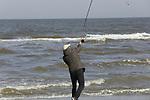 Foto: VidiPhoto<br /> <br /> WESTKAPELLE – Sportvissers op het Noordzeestrand tussen Domburg en Westkapelle doen vrijdag hun best om een maaltje vis mee naar huis te kunnen nemen. Vrijdag is traditioneel veelal de dag waarop in het zuiden van ons land vis gegeten wordt. Nu toeristen vanwege de coronacrisis in Zeeland niet welkom zijn, is er voor de Zeeuwen zelf alle gelegenheid om van de stranden te genieten. Met name sportvissers zitten nu nieman in de weg en andersom. Vrijdag besluit de Veiligheids Regio Zeeland of de strenge maatregelen in Zeeland versoepeld worden. Foto: <br /> Nu de scholen nog gesloten zijn en veel ouders noodgedwongen thuis zitten, gebruikt deze vader uit Arnemuiden zijn vrije tijd om met zijn zoons te gaan strandvissen.