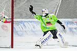 Uppsala 2016-01-13 Bandy Elitserien IK Sirius - Bolln&auml;s GIF :  <br /> Bolln&auml;s m&aring;lvakt Niklas Prytz sl&auml;pper in en straff under matchen mellan IK Sirius och Bolln&auml;s GIF <br /> (Foto: Kenta J&ouml;nsson) Nyckelord:  Bandy Elitserien Uppsala Studenternas IP IK Sirius IKS Bolln&auml;s GIF BGIF