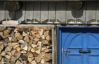 Europe/France/73/Savoie/Val d Isere: au sommet du telecabine de la Daille 2290m détail du Chalet d altitude- la Folie Douce & La Fruitiere établissements de Luc Reversade
