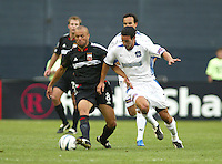 3 April 2004: DC United Earnie Stewart dribbles the ball away from Earthquakes Ian Russell at RFK Stadium in Washington D.C..  Credit: Michael Pimentel / ISI