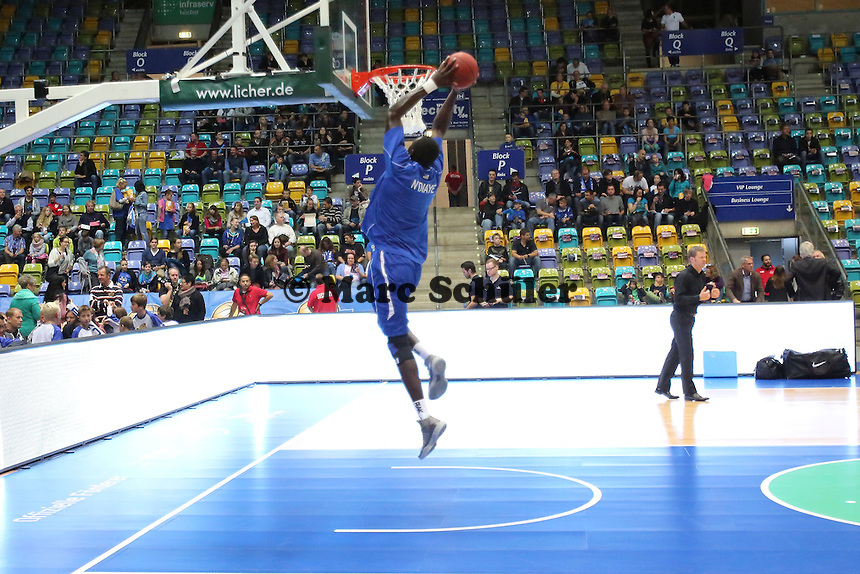 Dunking Aziz N'Diaye (Skyliners) - Fraport Skyliners vs. EWE Baskets Oldenburg, Fraport Arena Frankfurt