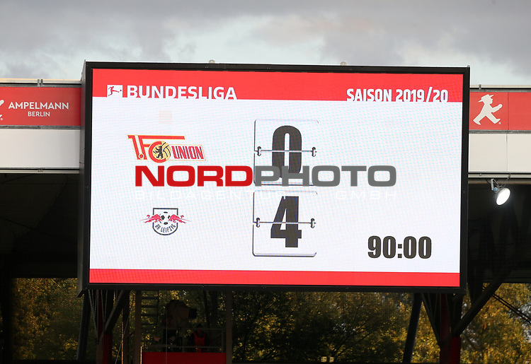 18.08.2019, Stadion an der Wuhlheide, Berlin, GER, 1.FBL, 1.FC UNION BERLIN  VS. RB Leibzig, <br /> DFL  regulations prohibit any use of photographs as image sequences and/or quasi-video<br /> im Bild Anzeigetafel mit dem Endergebnis<br /> <br />      <br /> Foto © nordphoto / Engler
