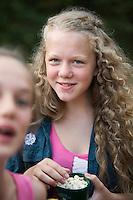 20140805 Vilda-l&auml;ger p&aring; Kragen&auml;s. Foto f&ouml;r Scoutshop.se<br /> tv&aring;, photobomb, l&auml;gerplats, &auml;ter, scoutskjorta
