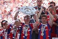10.05.2014, Allianz Arena, Muenchen, GER, 1. FBL, FC Bayern Muenchen vs VfB Stuttgart, 34. Runde, im Bild Bastian Schweinsteiger #31 (FC Bayern Muenchen)haelt die Meisterschale in der Hand // during the German Bundesliga 34th round match between FC Bayern Munich and VfB Stuttgart at the Allianz Arena in Muenchen, Germany on 2014/05/10. EXPA Pictures © 2014, PhotoCredit: EXPA/ Eibner-Pressefoto/ Kolbert<br /> <br /> *****ATTENTION - OUT of GER***** <br /> Football Calcio 2013/2014<br /> Bundesliga 2013/2014 Bayern Campione Festeggiamenti <br /> Foto Expa / Insidefoto