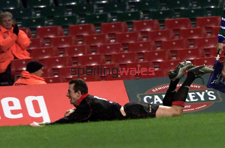 Robert Howley.Wales v Tonga.Millennium Stadium.17.11.01.©Steve Pope.Sportingwales.com.07798 83 00 89