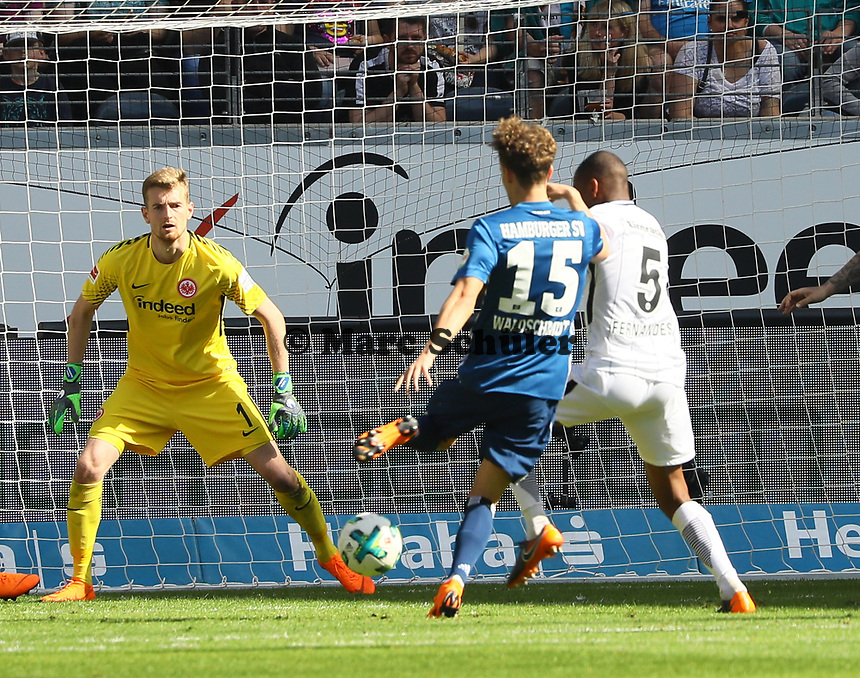 Chance fuer Gian-Luca Waldschmidt (Hamburger SV) - 05.05.2018: Eintracht Frankfurt vs. Hamburger SV, Commerzbank Arena, 33. Spieltag Bundesliga