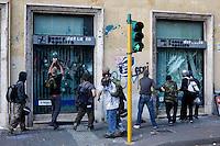 Roma: violenti assaltano la vetrina di una banca durante il corteo organizzato dagli indignati per protestare contro la crisi economica mondiale.<br /> <br /> Rome: Demonstrators attack a bank window during the demonstration against the economical crisis inspired by the 'Occupy Wall Street' and 'Indignant' movements.