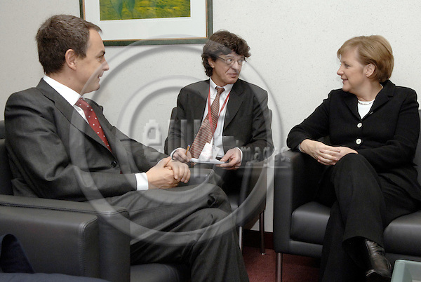 Brussels-Belgium - 16 December 2005---Bilateral meeting between Angela MERKEL (ri), Federal Chancellor of Germany, with José Luis Rodríguez ZAPATERO (le), Prime Minister of Spain; in the morning of the second day of European Council---Photo: Horst Wagner/eup-images