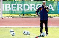 LAS ROZAS, ESPANHA, 22 DE MAIO 2012 - TREINO SELECAO ESPANHOLA - O tecnico da selecao espanhola Vicente Del Bosque durante  treino na cidade de La Rozas no noroeste de Madri, onde a equipe ficara concentrada para os amistosos contra a Suica, a Servia e Coreia do Sul, nesta terça-feira. (FOTO: ACERO / ALFAQUI / BRAZIL PHOTO PRESS).