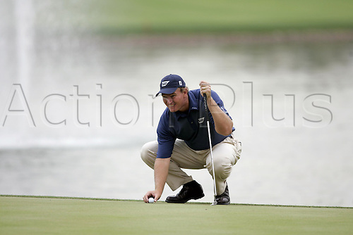 5 March 2005: South African golfer Ernie Els (RSA) lines up a putt during round three of the Dubai Desert Classic held on the Majlis Course at the Emirates Golf Club, Dubai, United Arab Emirates. Photo: Neil Tingle/Action Plus..050305 male man men golf golfer golfers