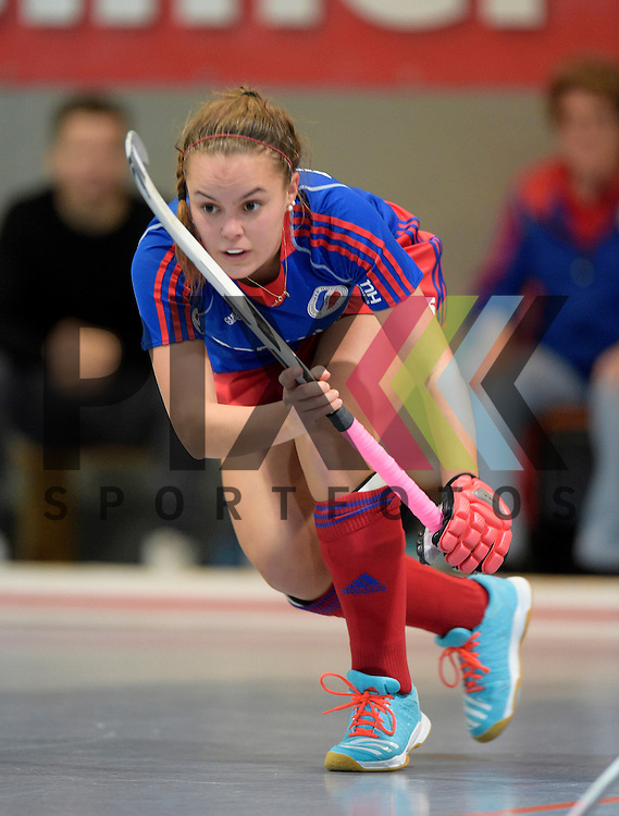 GER - Mannheim, Germany, November 28: During the 1. Bundesliga Sued Damen indoor hockey match between Mannheimer HC (blue) and Eintracht Frankfurt (black) on November 28, 2015 at Irma-Roechling-Halle in Mannheim, Germany. Final score 4-3 (HT 2-1).  Kira Schanzenbecher #15 of Mannheimer HC<br /> <br /> Foto &copy; PIX-Sportfotos *** Foto ist honorarpflichtig! *** Auf Anfrage in hoeherer Qualitaet/Aufloesung. Belegexemplar erbeten. Veroeffentlichung ausschliesslich fuer journalistisch-publizistische Zwecke. For editorial use only.