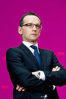Berlin, der zuk&uuml;nftige Justizminister der SPD in der Gro&szlig;en Koalition Heiko Maas am Sonntag (15.12.13) im Willy-Brandt-Haus bei einer Pressekonferenz zur Vorstellung der zuk&uuml;nftigen Bundesminister der SPD in der Gro&szlig;en Koalition.<br /> Foto: Steffi Loos/CommonLens