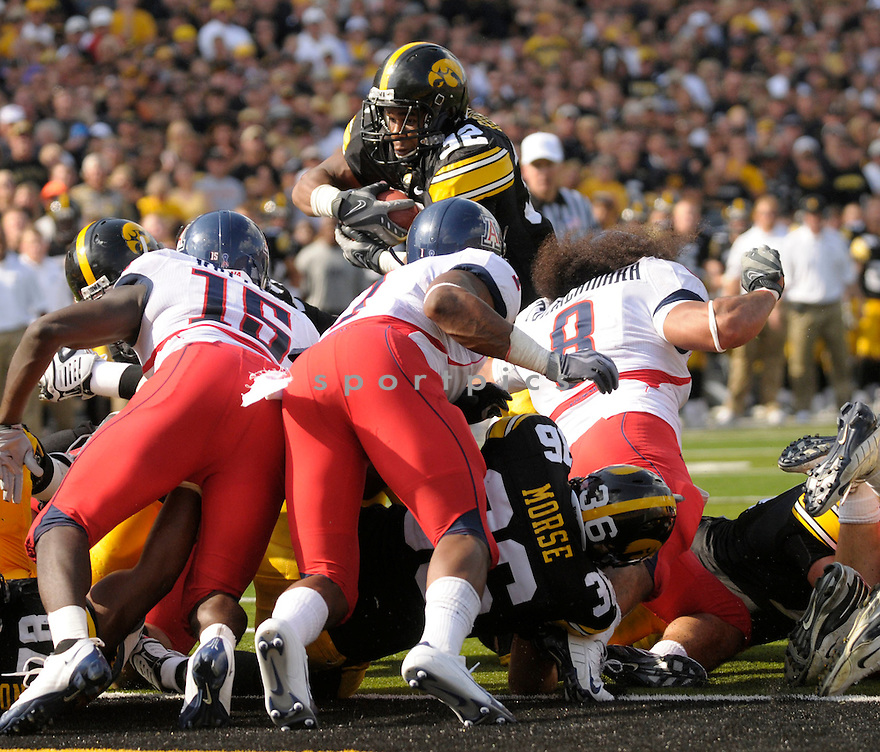 ADAM ROBINSON, of the Iowa Hawkeys, in action during the Hawkeys game against the Arizona Wildcats on September 19, 2009 in Iowa City, Iowa. TheHawkeys  beat the Wildcats  21-17 ...