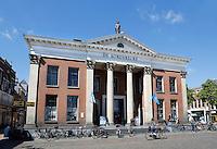 Groningen. De Korenbeurs van Groningen is een markant gebouw aan de westzijde van de Vismarkt. Het behoort tot de Top 100 der Nederlandse UNESCO-monumenten. De beurs, met zijn opvallende neoclassicistische gevel, werd tussen 1862 en 1865 gebouwd, als vervanging van twee kleinere beursgebouwen. Momenteel is er een Albert Heijn in gevestigd