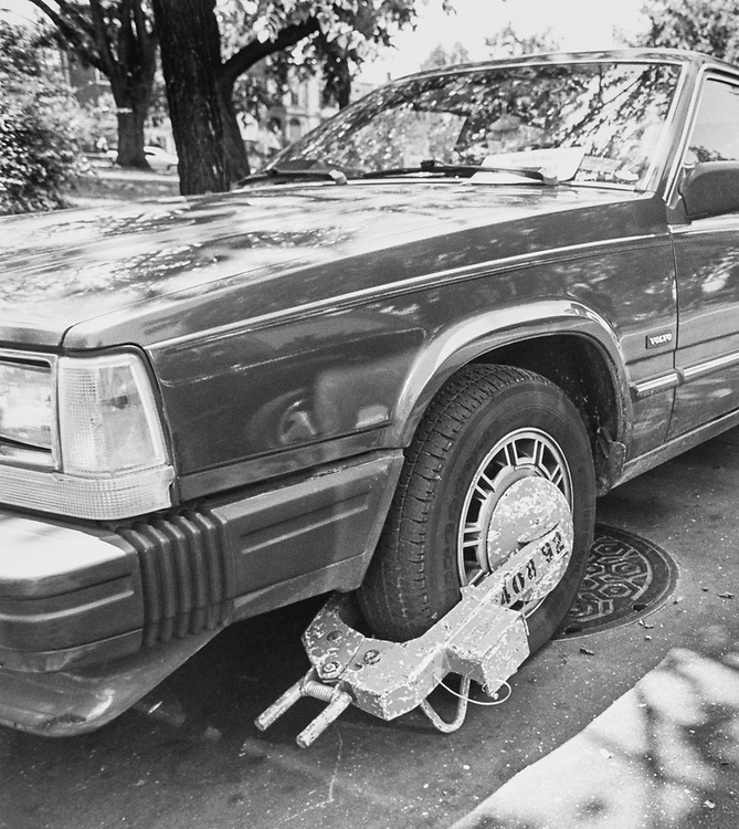 Car tire towing with boot on July 30, 1992. (Photo by Christopher Ayers/CQ Roll Call via Getty Images)