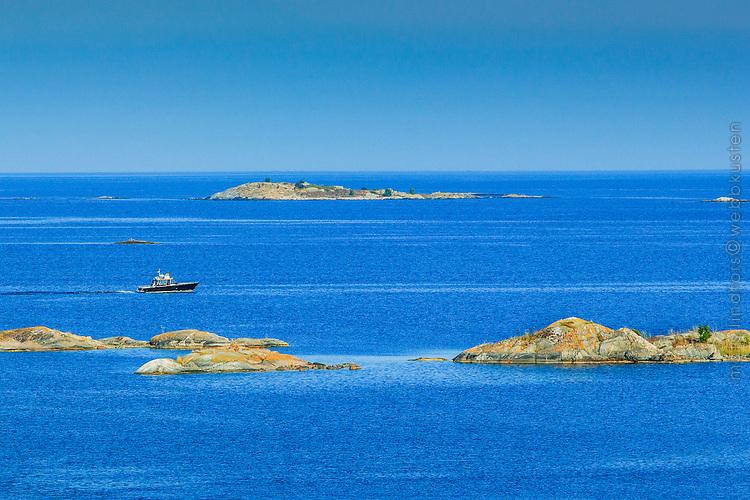 Båt från Skärgårdsstiftelsen vid Norrpada i Stockholms skärgård/ Stockholm archipelago Sweden
