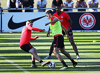 Branimir Hrgota (Eintracht Frankfurt) gegen Marc Stendera (Eintracht Frankfurt) und Sebastien Haller (Eintracht Frankfurt) - 10.10.2018: Eintracht Frankfurt Training, Commerzbank Arena, DISCLAIMER: DFL regulations prohibit any use of photographs as image sequences and/or quasi-video.