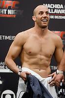 BARUERI, SP, 19.12.2014 - UFC FIGHT NIGHT BARUERI / PESAGEM OFICIAL. O lutador de MMA, Patrick Cummins volta a balança após a pesagem oficial no Ginásio Jose Correa,  na tarde desta sexta-feira (19). O Lutador excedeu 400 gramas do peso limite da categoria dos meio-pesados (93 kg). Na segunda pesagem, o lutador alcançou o limite de 93 kgs. O Ufc Fight Night aacontece em Barueri no próximo sábado e fecha o calendário de lutas do UFC em 2014. (Foto:  Adriana Spaca / Brazil Photo Press)