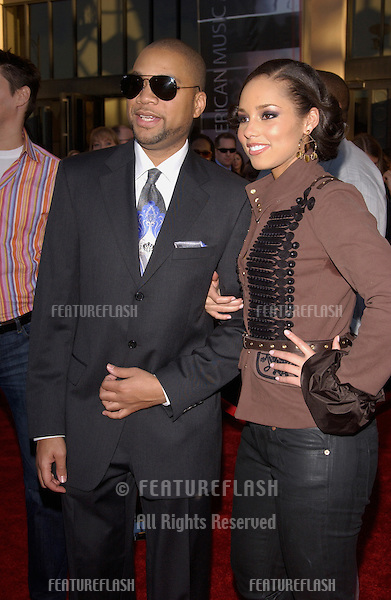 20041114: Los Angeles, CA: Singer ALICIA KEYS & boyfriend at the 32nd Annual American Music Awards at the Shrine Auditorium, Los Angeles, CA..