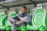 09.09.2017, Volkswagen Arena, Wolfsburg, GER, 1.FBL, VfL Wolfsburg vs Hannover 96<br /> <br /> im Bild<br /> Maximilian Arnold (VfL Wolfsburg #27) bl&auml;ttert / liest im Stadionmagazin &quot;Unter W&ouml;lfen&quot; statt Platzbegehung, <br /> <br /> Foto &copy; nordphoto / Ewert