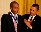 Washington, DC - August 12, 2009 -- United States President Barack Obama (R) presents Academy Award winning actor Sidney Poitier the 2009 Medal of Freedom, America's highest civilian award, in the East Room of the White House in Washington, DC, USA August 12, 2009.        .Credit: Mike Theiler / CNP