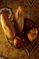 Asie/Vietnam/Hanoi: détail de pains et croissants - témoignage de la présence  coloniale française