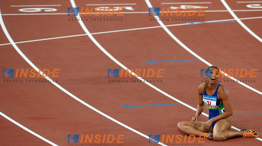 Lucimara Silva of Brazil after her 800m of Heptathlon<br /> La brasiliana Lucimara Silva a terra dopo la prova conclusiva dell'Heptathlon<br /> National Stadium - Bird Nest<br /> Pechino - Beijing 16/8/2008 Olimpiadi 2008 Olympic Games<br /> Foto Andrea Staccioli Insidefoto