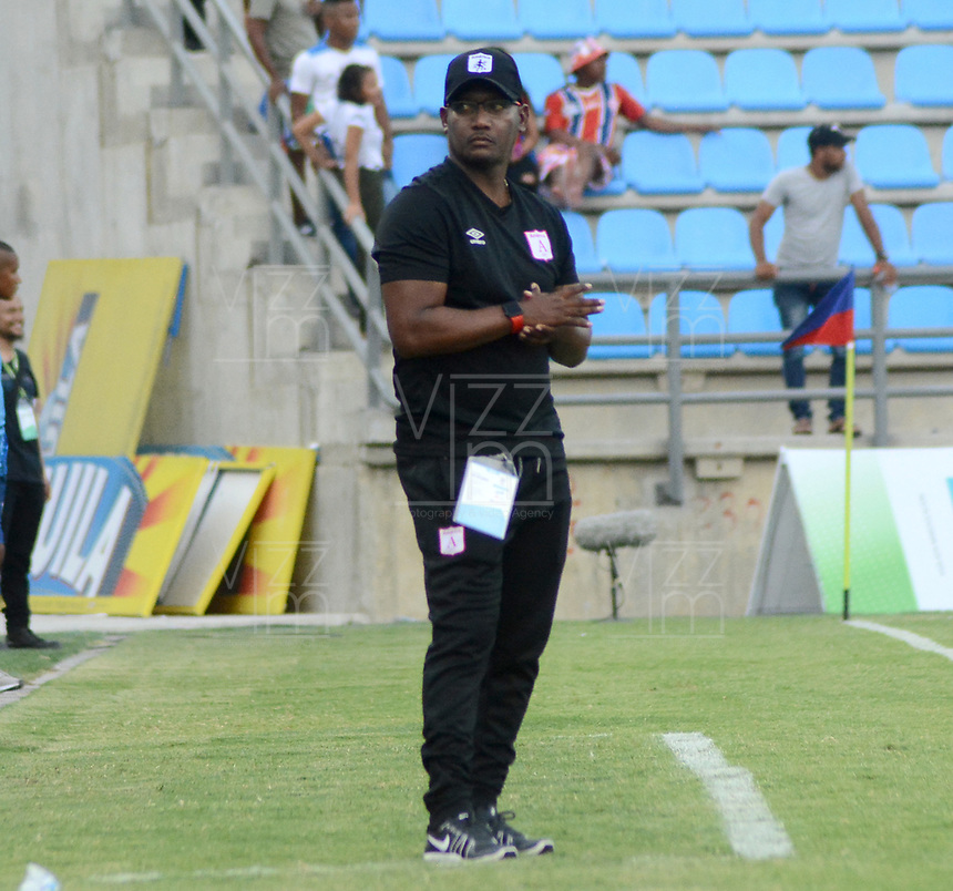 SANTA MARTA- COLOMBIA, 18-04-2019: Jersson Gonzalez técnico América de Cali ante el Unión Magdalena durante partido por fecha 16 de la Liga Águila I 2019 jugado en el estadio Sierra Nevada de la ciudad de Santa Marta. / Jersson Gonzalez coach of America of Cali agaisnt of Union Magdalena during match for the date 16 as part of the Aguila League I 2019 played at the Sierra Nevada Stadium in Santa Marta city. Photo: VizzorImage / Gustavo Pacheco / Contribuido