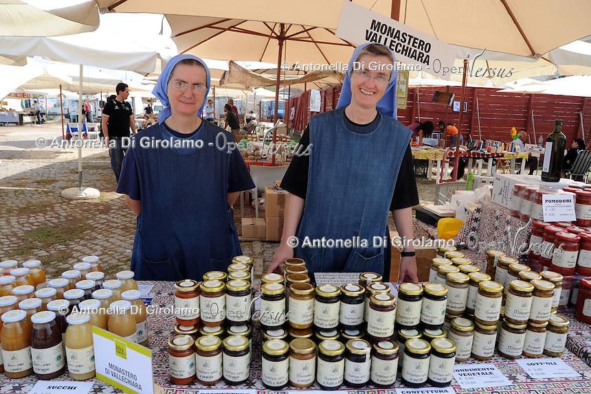 Festa Nazionale dell' Altra Economia. Roma. National Day for other economy. Rome..Alimenti prodotti dalle suore del Monastero Vallechiara...
