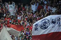 FUSSBALL   CHAMPIONS LEAGUE   SAISON 2011/2012  Qualifikation  23.08.2011 FC Zuerich - FC Bayern Muenchen Titelsammeln; FC Bayern Muenchen Fans mit Fahne und einem CHL Pokal aus Pappe
