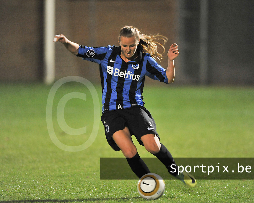 20131001 - VARSENARE , BELGIUM : Brugge's Elle Decorte pictured during the female soccer match between Club Brugge Vrouwen and Royal Antwerp FC Ladies , of the fifth matchday in the BENELEAGUE competition. Tuesday 1 October 2013. PHOTO DAVID CATRY