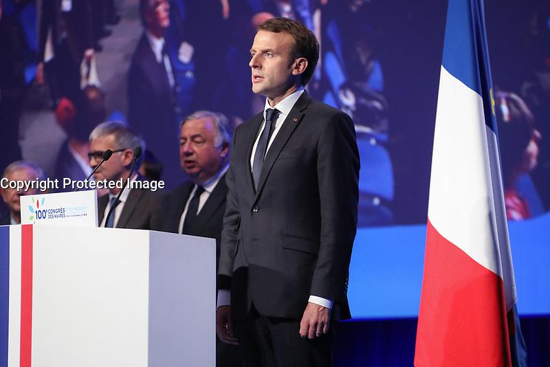 GERARD LARCHER (PRESIDENT DU SENAT), EMMANUEL MACRON (PRESIDENT DE LA REPUBLIQUE) - LA SEANCE DE CLOTURE DU 100EME CONGRES DES MAIRES DE FRANCE A PARIS, FRANCE, LE 23/11/2017.