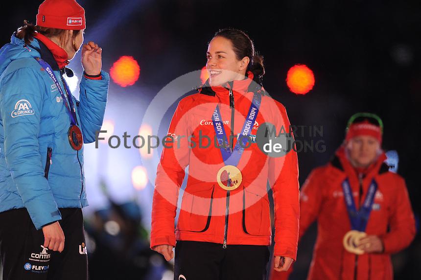 SCHAATSEN: AMSTERDAM: Olympisch Stadion, 28-02-2014, KPN NK Sprint/Allround, Coolste Baan van Nederland, Huldiging Olympische medaillewinnaars, Marrit Leenstra, ©foto Martin de Jong