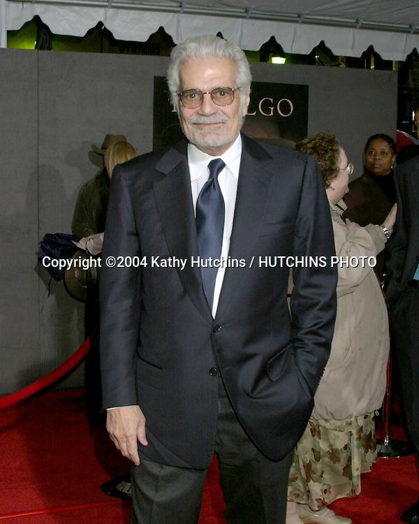 "©2004 KATHY HUTCHINS / HUTCHINS PHOTO.PREMIERE OF "" HIDALGO "".EL CAPITAN THEATRE.HOLLYWOOD, CA.MARCH 1, 2004..OMAR SHARIF"