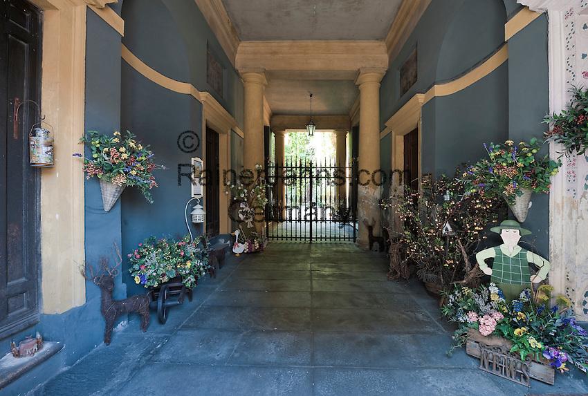 Italy, Veneto, Province Capital Verona: courtyard of a residential building | Italien, Venetien, Provinzhauptstadt Verona: Innenhof eines Wohnhauses