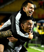 BOGOTA - COLOMBIA – 23 – 05 - 2017: Los jugadores de The Strongest, celebran la clasificación a la siguiente fase de la Copa Conmebol Libertadores Bridgestone 2017, durante partido entre Independiente Santa Fe de Colombia y The Strongest d Bolivia, de la fase de grupos, grupo 2, fecha 6 por la Copa Conmebol Libertadores Bridgestone 2017, en el estadio Nemesio Camacho El Campin, de la ciudad de Bogota. / The players of The Strongest, celebrate the classification to the next phase of the Conmebol Copa Libertadores Bridgestone 2017, during a match between Independiente Santa Fe of Colombia and The Strongest of Bolivia, of the group stage, group 2 of the date 6th, for the Conmebol Copa Libertadores Bridgestone 2017 at the Nemesio Camacho El Campin in Bogota city. VizzorImage / Luis Ramirez / Staff.