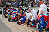 Verizon IndyCar Series<br /> Indianapolis 500 Race<br /> Indianapolis Motor Speedway, Indianapolis, IN USA<br /> Sunday 28 May 2017<br /> Takuma Sato, Andretti Autosport Honda kisses the bricks with his team<br /> World Copyright: Phillip Abbott<br /> LAT Images<br /> ref: Digital Image abbott_indyR_0517_34196