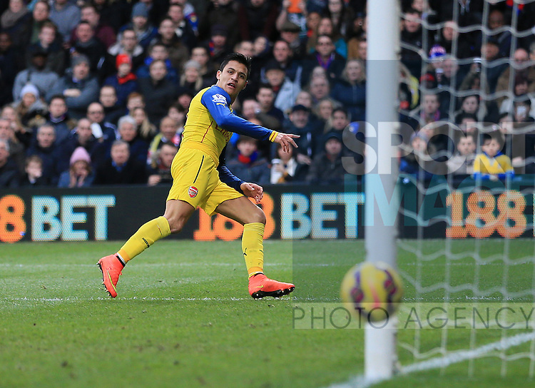 Arsenal's Alexis Sanchez puts his shot wide<br /> <br /> Barclays Premier League - Crystal Palace  vs Arsenal  - Selhurst Park - England - 21st February 2015 - Picture David Klein/Sportimage