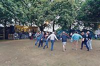 Fest-noz sur terre batue.Rond de Saint-Vincent