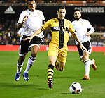 Valencia's Ruben Vezo and Barakaldo's Ortega during Spain King Cup match. December 16, 2015. (ALTERPHOTOS/Javier Comos)